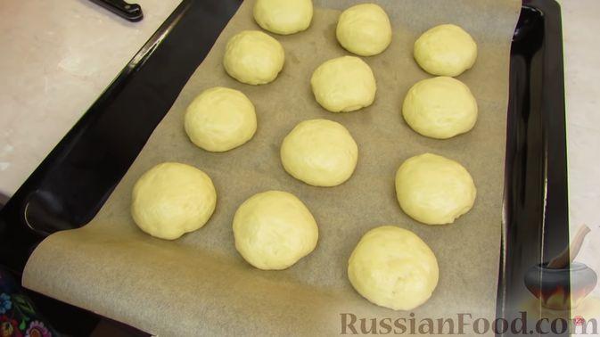 Фото приготовления рецепта: Булочки с клубникой - шаг №8