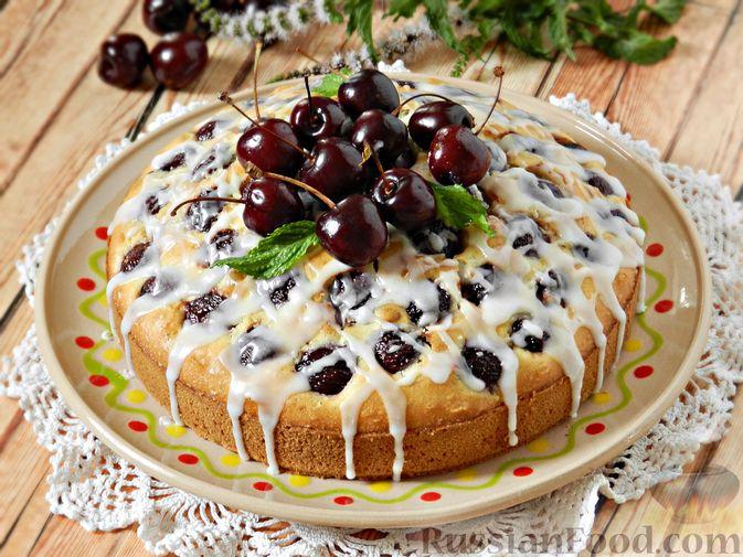 Фото к рецепту: Пирог с черешней и лимонной глазурью