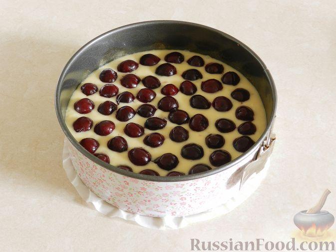 Фото приготовления рецепта: Говяжья печень, тушенная в яблочно-сметанном соусе - шаг №2