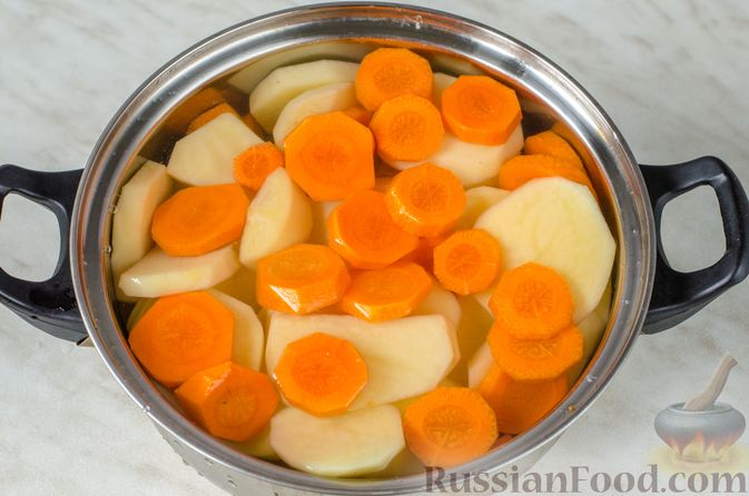 Фото приготовления рецепта: Тушёная капуста с кускусом и сладким перцем - шаг №8