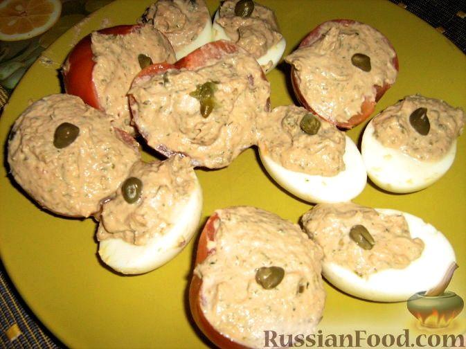 Рецепт Фаршированные яйца и помидоры