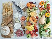 Фото приготовления рецепта: Хлебный омлет с ветчиной, помидорами и сыром - шаг №3