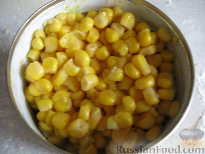 постный салат с сухариками и кукурузой рецепт