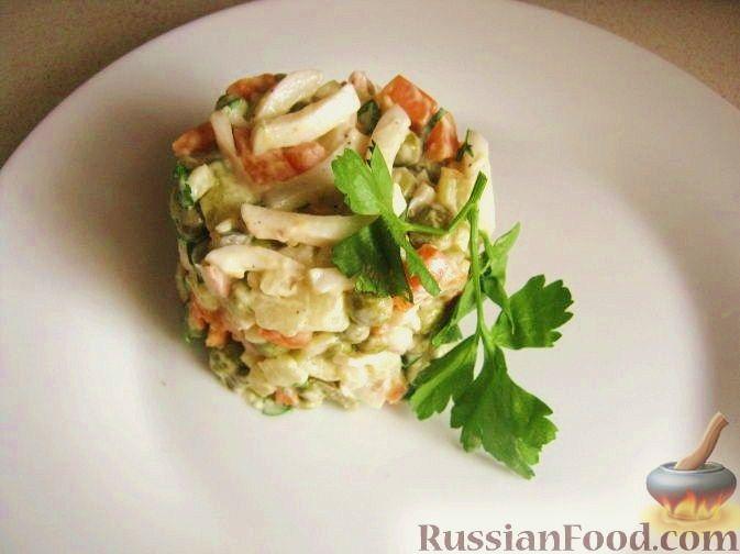 Рецепт Салат из кальмаров с маринованными огурцами