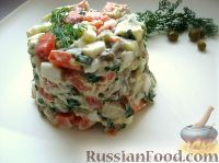 """Фото к рецепту: Салат """"Оливье"""" с лососем  (семгой)"""
