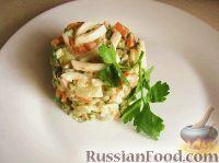 Фото к рецепту: Салат из кальмаров с маринованными огурцами