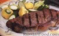 Фото к рецепту: Говяжьи стейки с огуречным соусом