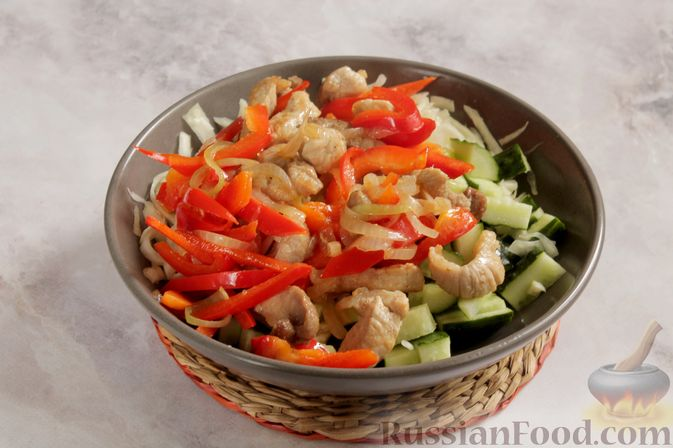 Фото приготовления рецепта: Мясо, тушенное с тыквой в сливках - шаг №7