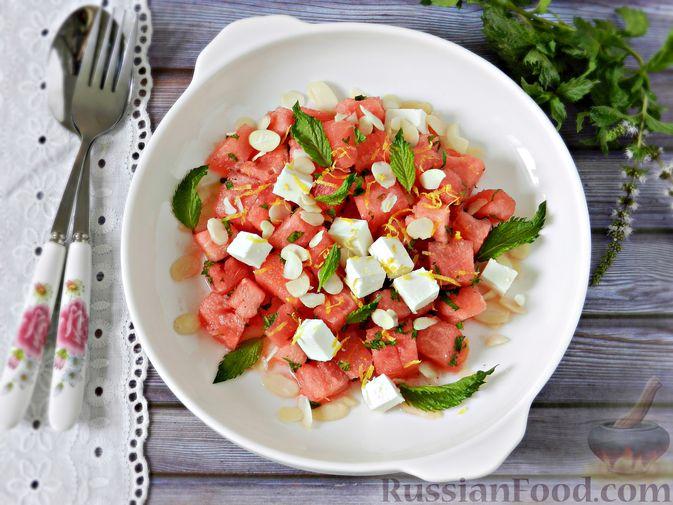 Фото приготовления рецепта: Салат с арбузом, сыром фета и мятой - шаг №11