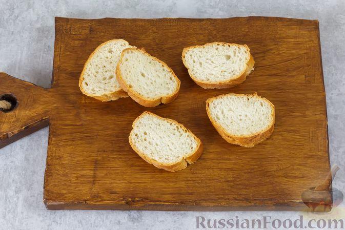 Фото приготовления рецепта: Бутерброды с сыром фета и виноградом - шаг №2