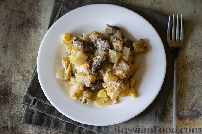 Фото к рецепту: Куриные сердечки с кольраби и картошкой в сметанном соусе