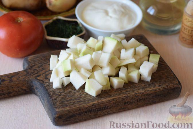 Фото приготовления рецепта: Куриные сердечки с кольраби и картошкой в сметанном соусе - шаг №2