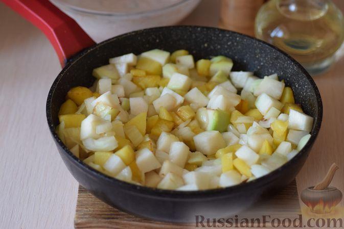 Фото приготовления рецепта: Куриные сердечки с кольраби и картошкой в сметанном соусе - шаг №11