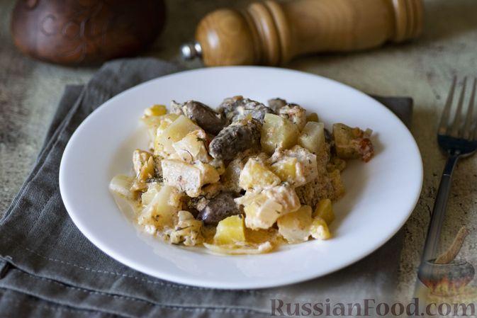 Фото приготовления рецепта: Куриные сердечки с кольраби и картошкой в сметанном соусе - шаг №13