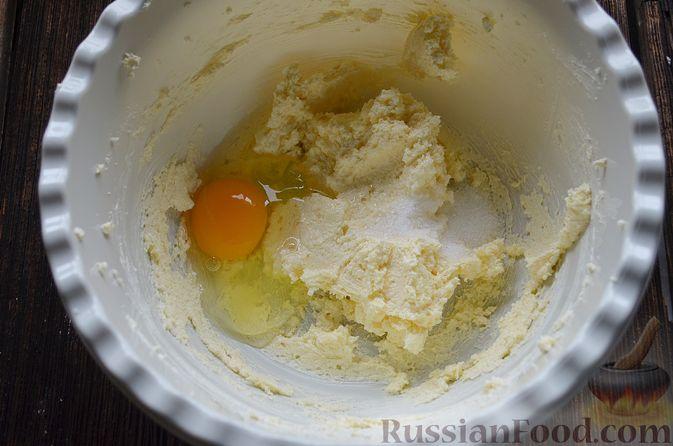 Фото приготовления рецепта: Пирог с нектаринами - шаг №6