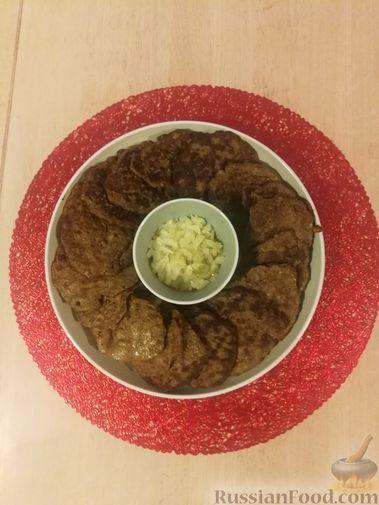 Фото приготовления рецепта: Булочки с вишнёвым вареньем, изюмом и орехами - шаг №15