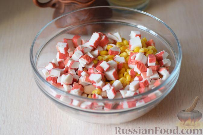 Фото приготовления рецепта: Оладьи из творога и свеклы - шаг №4