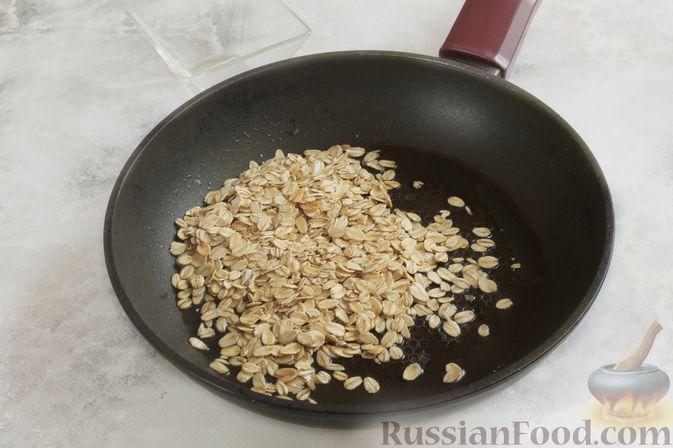 Фото приготовления рецепта: Жареная овсянка с яйцом - шаг №2