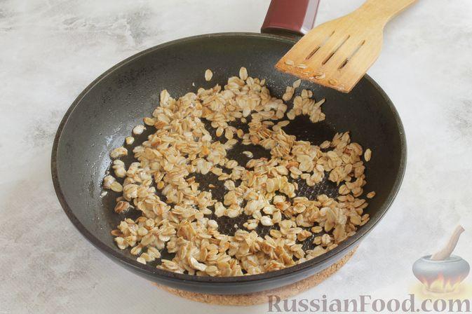 Фото приготовления рецепта: Жареная овсянка с яйцом - шаг №3