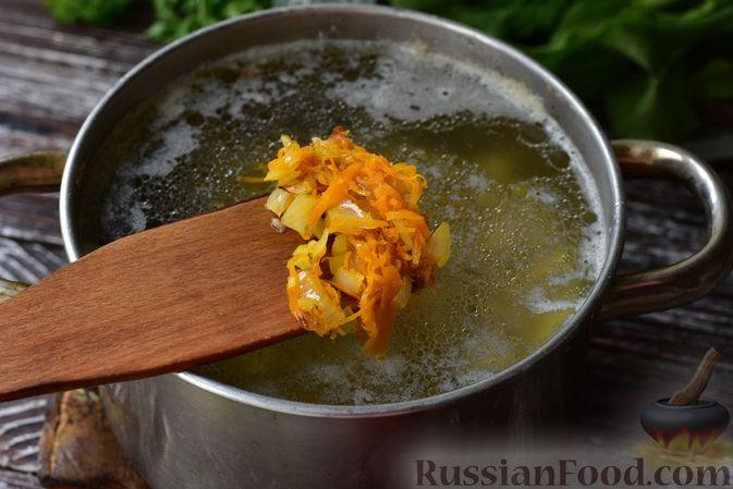 Фото приготовления рецепта: Куриная печень с грибами и помидорами, в микроволновке - шаг №5