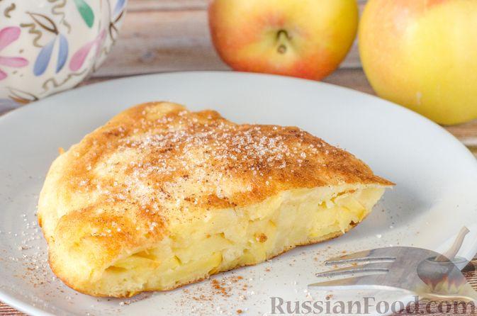 Фото к рецепту: Омлет с яблоками и корицей