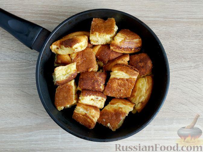 Фото приготовления рецепта: Дрожжевые пирожки с пекинской капустой, рисом и яйцами - шаг №21