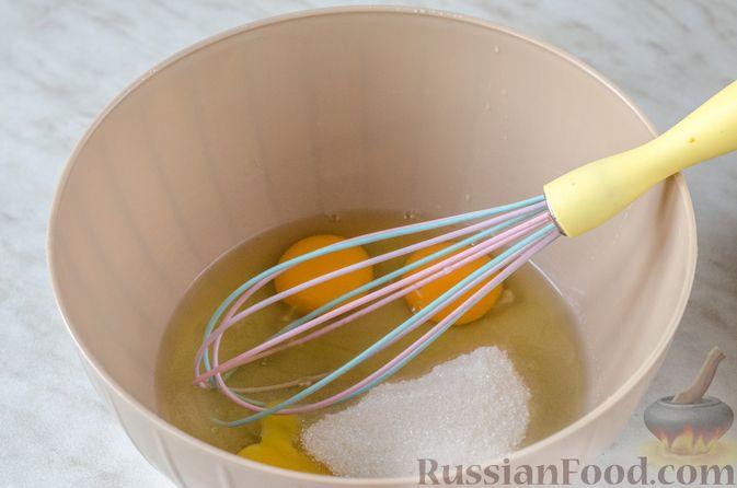 Фото приготовления рецепта: Пирог из теста фило с вишней в яично-сливочной заливке - шаг №8