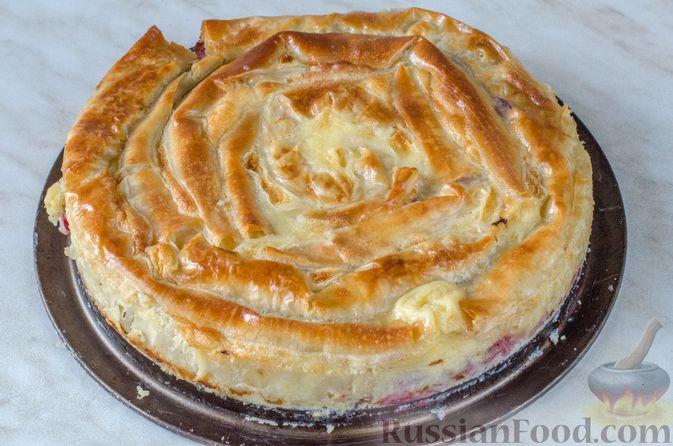 Фото приготовления рецепта: Пирог из теста фило с вишней в яично-сливочной заливке - шаг №12