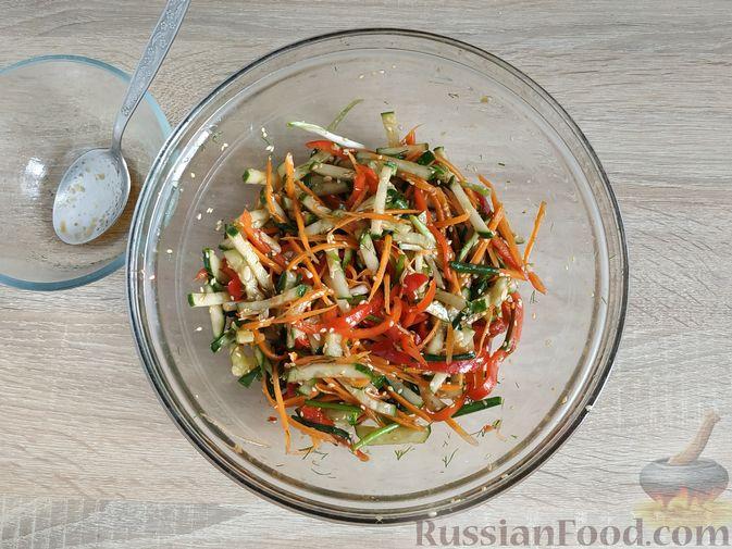 Фото приготовления рецепта: Тушёная капуста с кускусом и сладким перцем - шаг №16