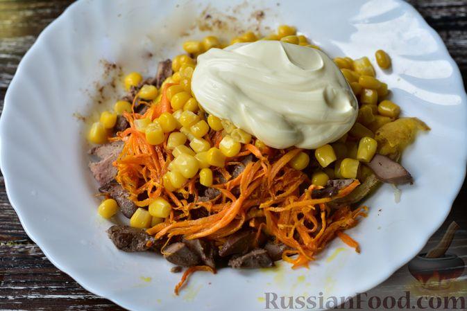 Фото приготовления рецепта: Куриный суп с капустой, сладким перцем и маслинами - шаг №1