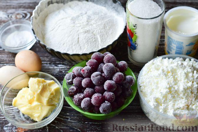 Фото приготовления рецепта: Песочный пирог с творогом и вишней - шаг №1