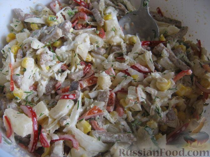 """Фото приготовления рецепта: Салат """"Гостей не ждали"""" - шаг №6"""