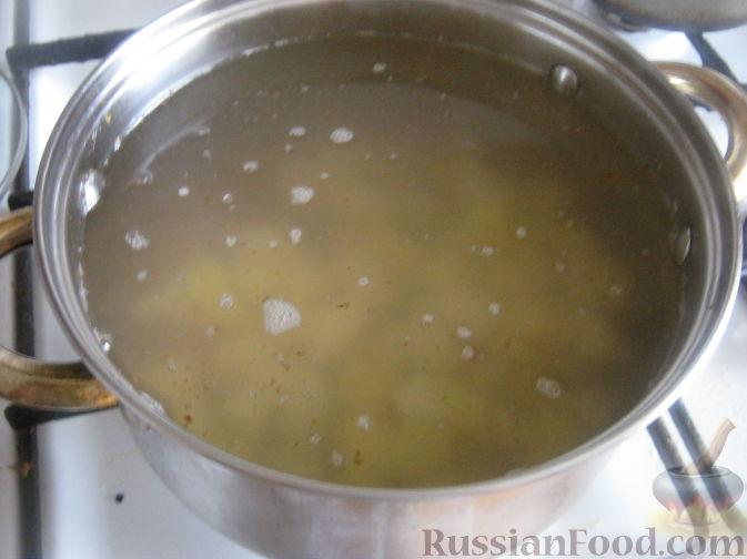 Фото приготовления рецепта: Рассольник с гречкой постный - шаг №4