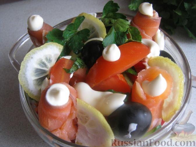 Рецепт Салат из семги с помидорами