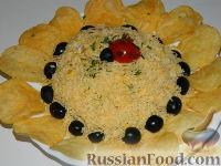 """Фото к рецепту: Салат """"Подсолнух"""" с ветчиной"""
