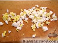 Фото приготовления рецепта: Кальмары, фаршированные крабовым салатом - шаг №2