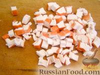 Фото приготовления рецепта: Кальмары, фаршированные крабовым салатом - шаг №3
