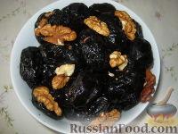 Фото к рецепту: Чернослив, фаршированный грецкими орехами