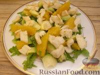 Фото приготовления рецепта: Салат из авокадо с апельсинами - шаг №8