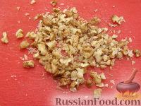 Фото приготовления рецепта: Салат из яблок с грецкими орехами - шаг №2