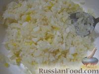 Фото приготовления рецепта: Начинки для пирожков из риса с яйцом - шаг №5