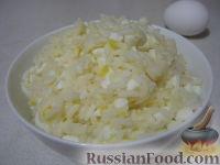 Фото приготовления рецепта: Начинки для пирожков из риса с яйцом - шаг №6