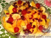 Фото к рецепту: Салат с манго и вяленой клюквой