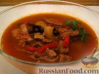 Фото к рецепту: Говяжий суп с черной фасолью и перцем