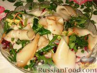Фото к рецепту: Салат с редисом и копченой рыбой