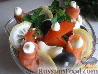 Фото к рецепту: Салат из семги с помидорами