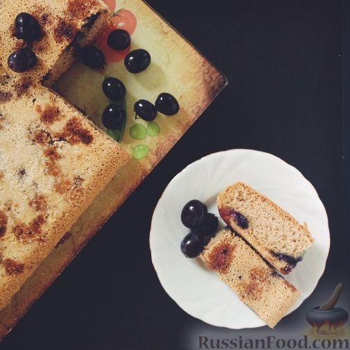 Фото приготовления рецепта: Шарлотка с виноградом - шаг №4