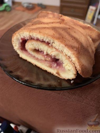 Фото приготовления рецепта: Говяжья печень, тушенная в яблочно-сметанном соусе - шаг №17