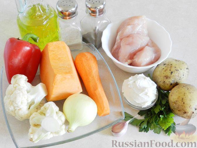 Фото приготовления рецепта: Тыквенный суп с курицей, цветной капустой и сливочным сыром - шаг №1