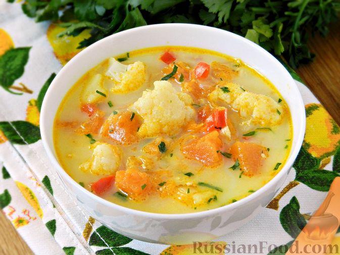 Фото приготовления рецепта: Тыквенный суп с курицей, цветной капустой и сливочным сыром - шаг №14